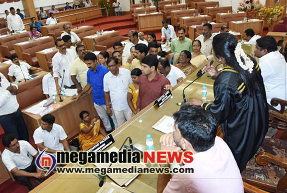 Standing Committee Chairperson stages dharna in Mayor's first general session