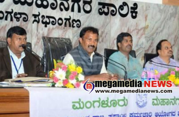 Antony Waste failed to supply safety metirials for civic workers : M R Venkatesh