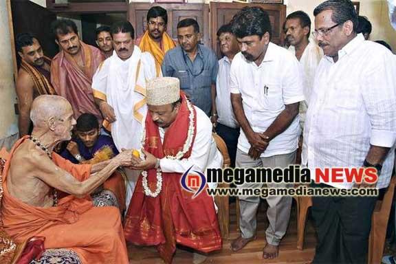 Invite Hindus for Deepavali Souharda Koota : Pejawar seer