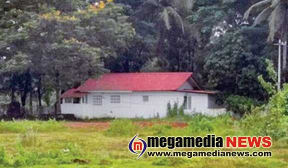 A Gang Steals Sandalwood Tree from IGP's House