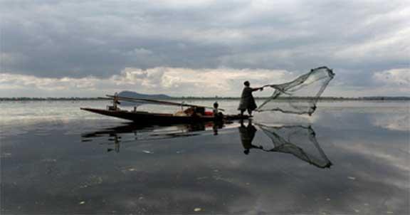 Five Fishermen Injure as Boat Capsizes Near Kumble Coast