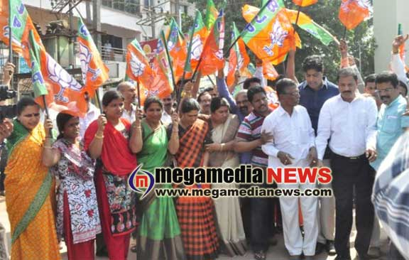 BJP members rejoiced the party's victory in Gujarat and HP