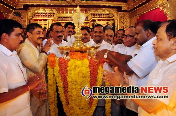 H D Kumaraswamy inaugurates 'Mangaluru Dasara'