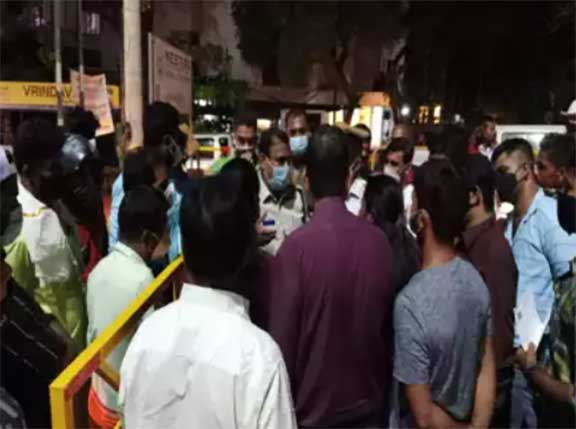 Night curfew : Police troubling shopkeepers and night shift workers