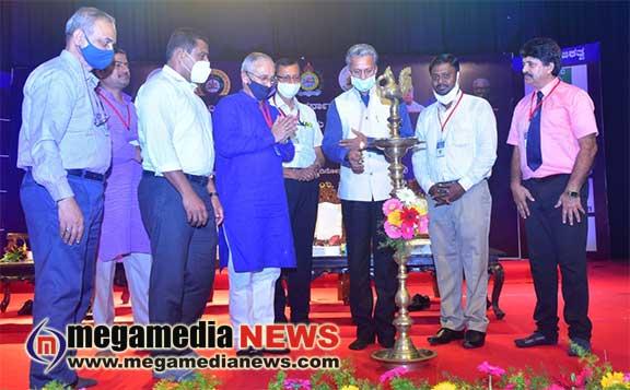 Tendency of speaking science in Kannada should increase: Dr M S Moodhidaya